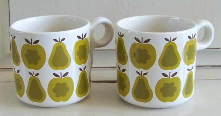 OK_2mugs_pear_green-1