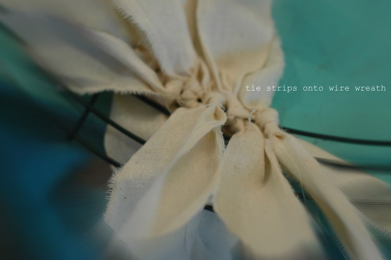 Fabric muslin rag wreath_3246