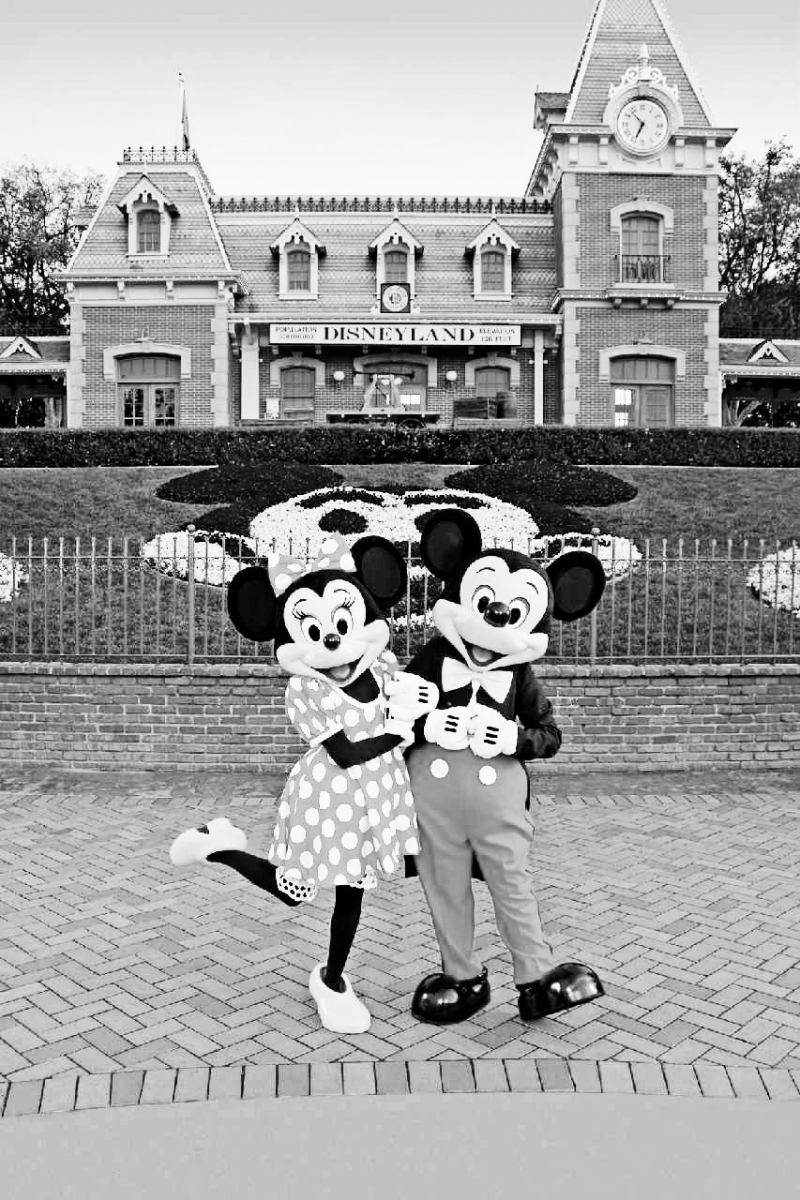 Disneyland black and whit_thesimplelife
